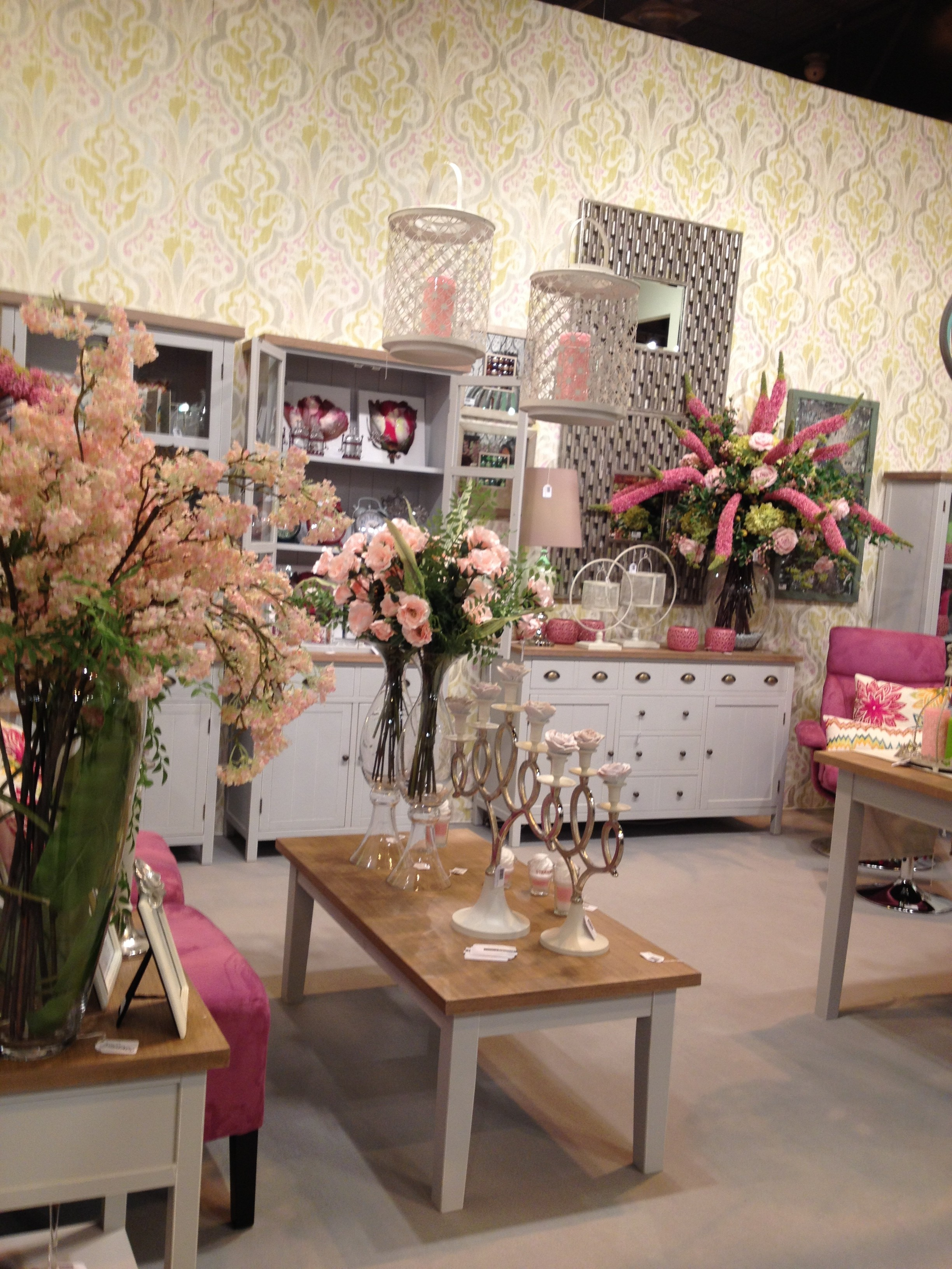 nueva visita a giftrends. Black Bedroom Furniture Sets. Home Design Ideas
