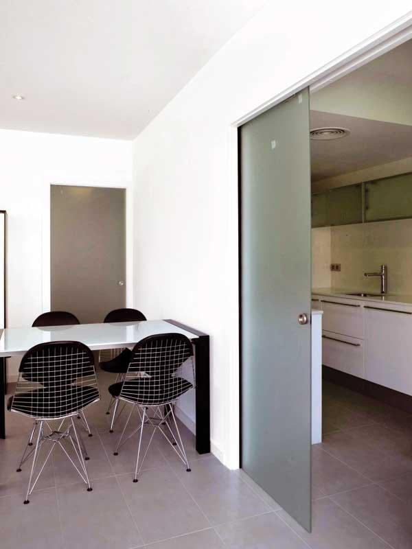 Separación de ambientes mediante puerta corredera