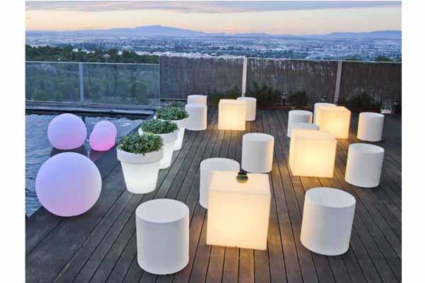 Iluminar con los muebles Lamparas de exterior para terrazas