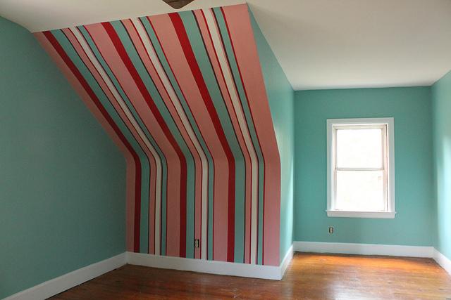 Decorar con rayas verticales - Pared pintada a rayas verticales ...