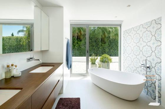 toallero-de-pie-bano-madera-blanco